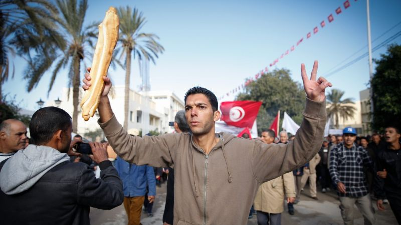 خاص المحور: تأخر تشكيل الحكومة يعمق أزمة الاقتصاد التونسي